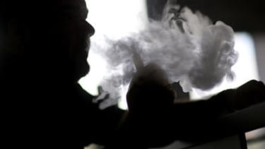 Air Canada passenger angry that crew let a man smoke his e-cig during flight