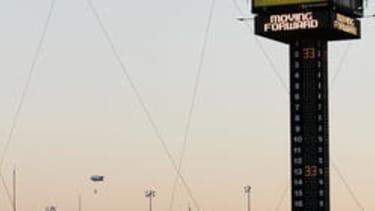 Nik Wallenda is going to tightrope walk between two Chicago skyscrapers on live TV