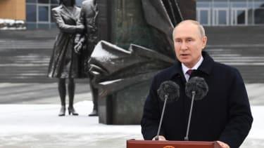 Putin praises Russia's intelligence agencies