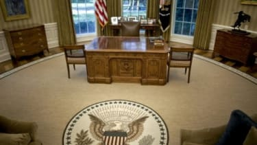 The new rug in Obama's Oval Office incorrectly credits a quote.