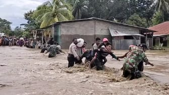 This video still shows people fleeing from flooding in eastern Indonesia.