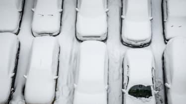 Snowy cars.
