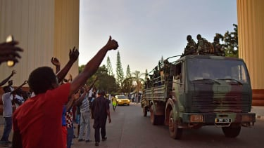 Senegalese troops enter Gamian capital to applause