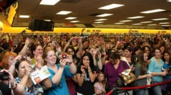 A mostly female crowd at the DVD release of 'New Moon'