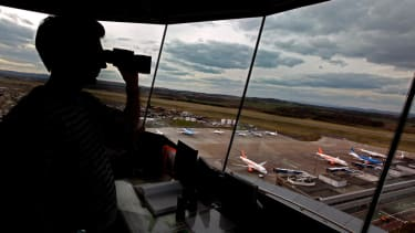 Air traffic controller's dumb joke forces plane to abort landing