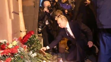 Vladimir Putin lays flowers at a memorial for St. Petersburg metro victims