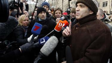Garry Kasparov really wants Western countries to intervene in the Ukraine