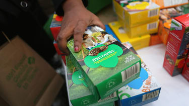 After a Girl Scout was robbed at gunpoint, police bought $1000 of her cookies.