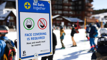A sign asking people to wear masks in Breckenridge, Colorado.