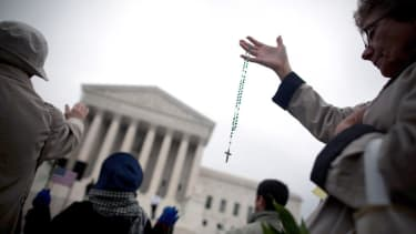 Supreme Court rules in favor of prayer at public meetings