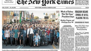 The photo that ran on the NYT front page did not feature the Bush family.