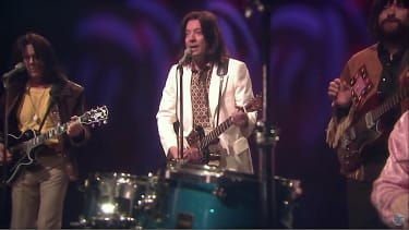 Kevin Bacon and Jimmy Fallon cover the Kinks