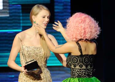 Taylor Swift and Nicki Minaj at the 2011 American Music Awards