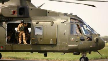 U.K. sends military advisers to Iraq