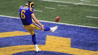 Johnny Hekker makes Super Bowl history.