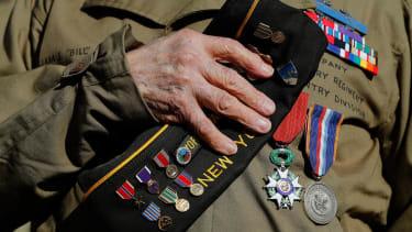 World War II vets get special salute en route to Paris