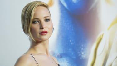 FBI investigating source of stolen celebrity photos