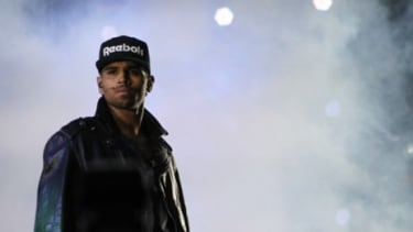 Between mouthing off on Twitter and allegedly snatching a cell phone out of the hands of a Miami club-goer, Chris Brown has not had a winning month.