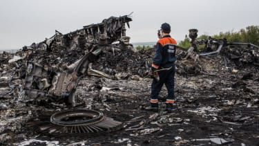 Ukraine accuses Russian-backed insurgents of blocking access to MH17 crash site