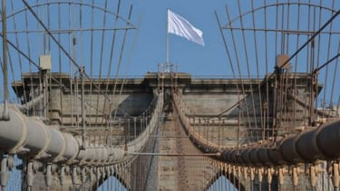 White flags mysteriously appear atop the Brooklyn Bridge