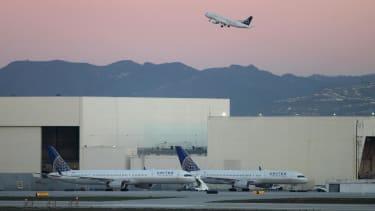 FAA, NTSB probe close call between 2 planes over Hawaii