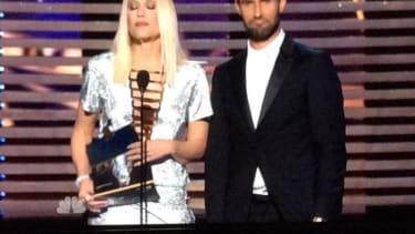 Gwen Stefani butchers Stephen Colbert's name while presenting his award