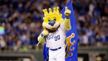 Kansas City Royals win Game 6 of World Series, setting up tie-breaking finale