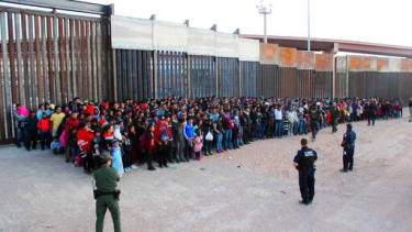 U.S. Customs and Border Protection guards large group of migrants in El Paso