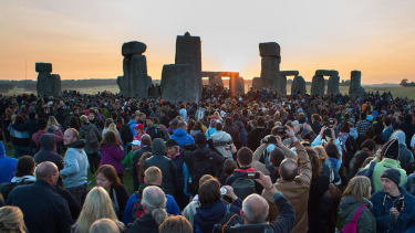 Thousands of revelers welcome the summer solstice at Stonehenge