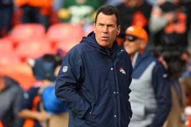 Broncos coach Gary Kubiak is stepping down for health reaons