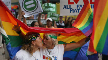 Judge tells Florida counties to start issuing gay marriage licenses