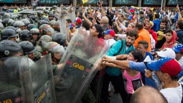 The Venezuelan economy will not impactWesterners.