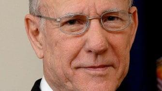 Poll: GOP Sen. Pat Roberts edges ahead in Kansas