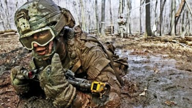 Are there some nicely shaped brows hiding behind this Army man's muddy cover? A new craze is cleaning up the usually rugged looks of some U.S. soldiers stationed in Afghanistan.
