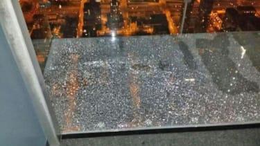 Willis Tower's glass ledge cracks under tourists' feet