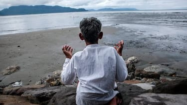 Mourners mark 10th anniversary of Indian Ocean tsunami