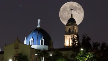 These stunning photos perfectly capture the super moon