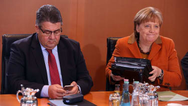 German Chancellor Angela Merkel (CDU, R) and Vice Chancellor and Economy and Energy Minister Sigmar Gabriel (SPD)