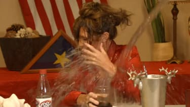 Sarah Palin does the ice bucket challenge even though she's 'too old for this'