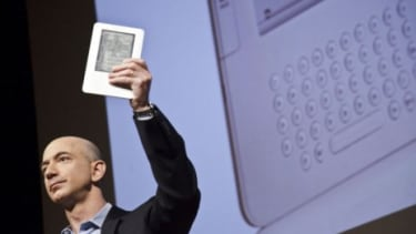 Amazon's CEO Jeff Bezos unveils the Kindle 2 in 2009