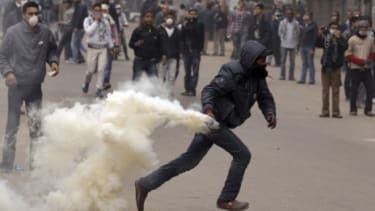 Clashes near the Interior Ministry in Cairo: The U.S. has threatened to cut off $1.5 billion in annual aid to Egypt unless the country's military rulers release 19 arrested Americans.