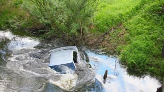 Heroic man saves baby from drowning in sunken car