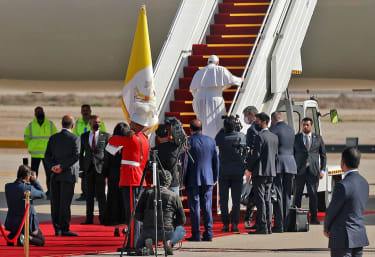 Pope Francis leaves Iraq
