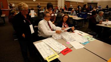 Judge halts recount in Michigan