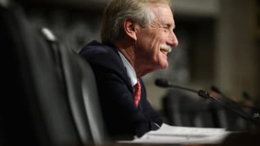 Maine Sen. Angus King switches gubernatorial endorsement to Democrat Mike Michaud