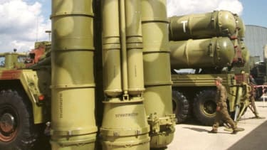 A bevy of S-300 missiles are on display at a Moscow airship in 1999.