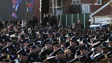 Police turn backs on New York City Mayor Bill de Blasio at cop's funeral