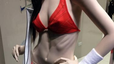 NYC storefront ditches mannequin with protruding ribs