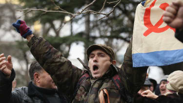 Russia moves to strengthen its hold of Crimea