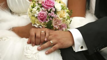 Couples with big weddings report happier marriages